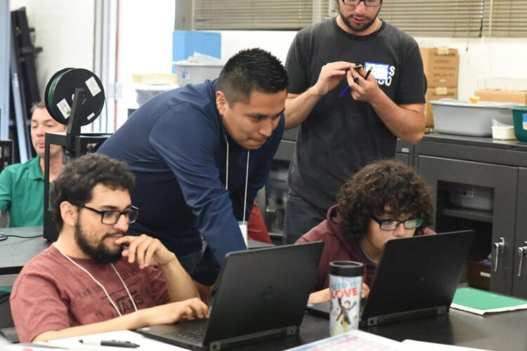 YOUR ROLE AS A MENTOR   You will work closely with Oxnard College faculty in establishing an environment in which learners in our community feel confident in exploring STEM subject matter and grow a passion for STEM education and career opportunities.
